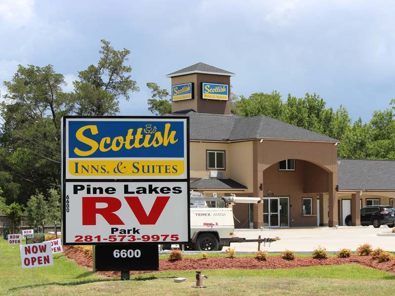 Scottish Inn & Suites Baytown TX Sign